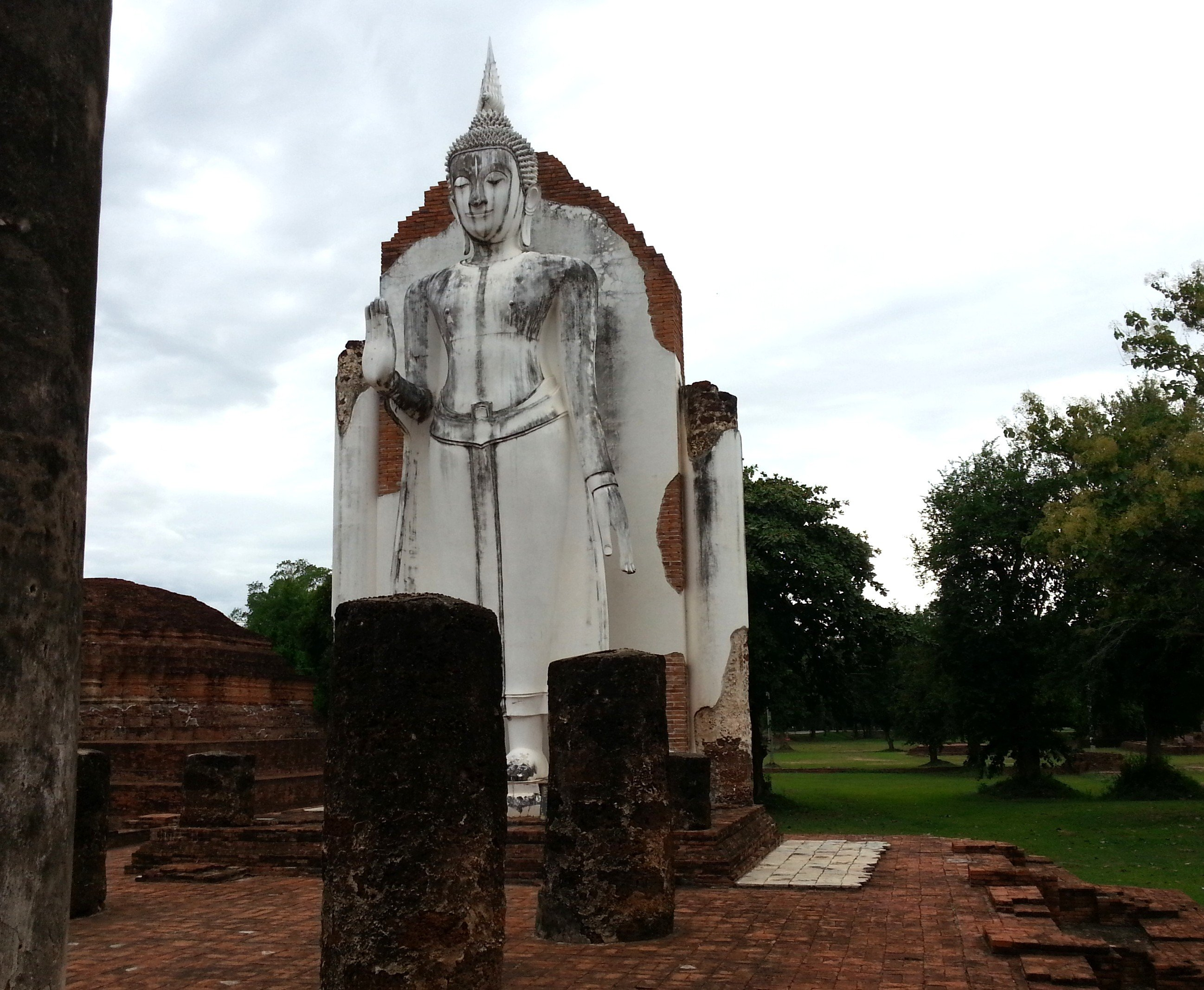 Sukhothai style Buddha statue at Wat Wihan Thong