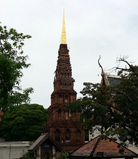 Suwanna Chedi at Wat Phra That Hariphunchai