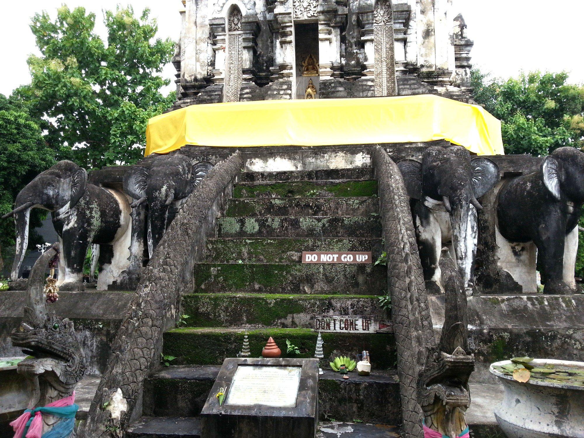 Base of Chedi Chang Lom