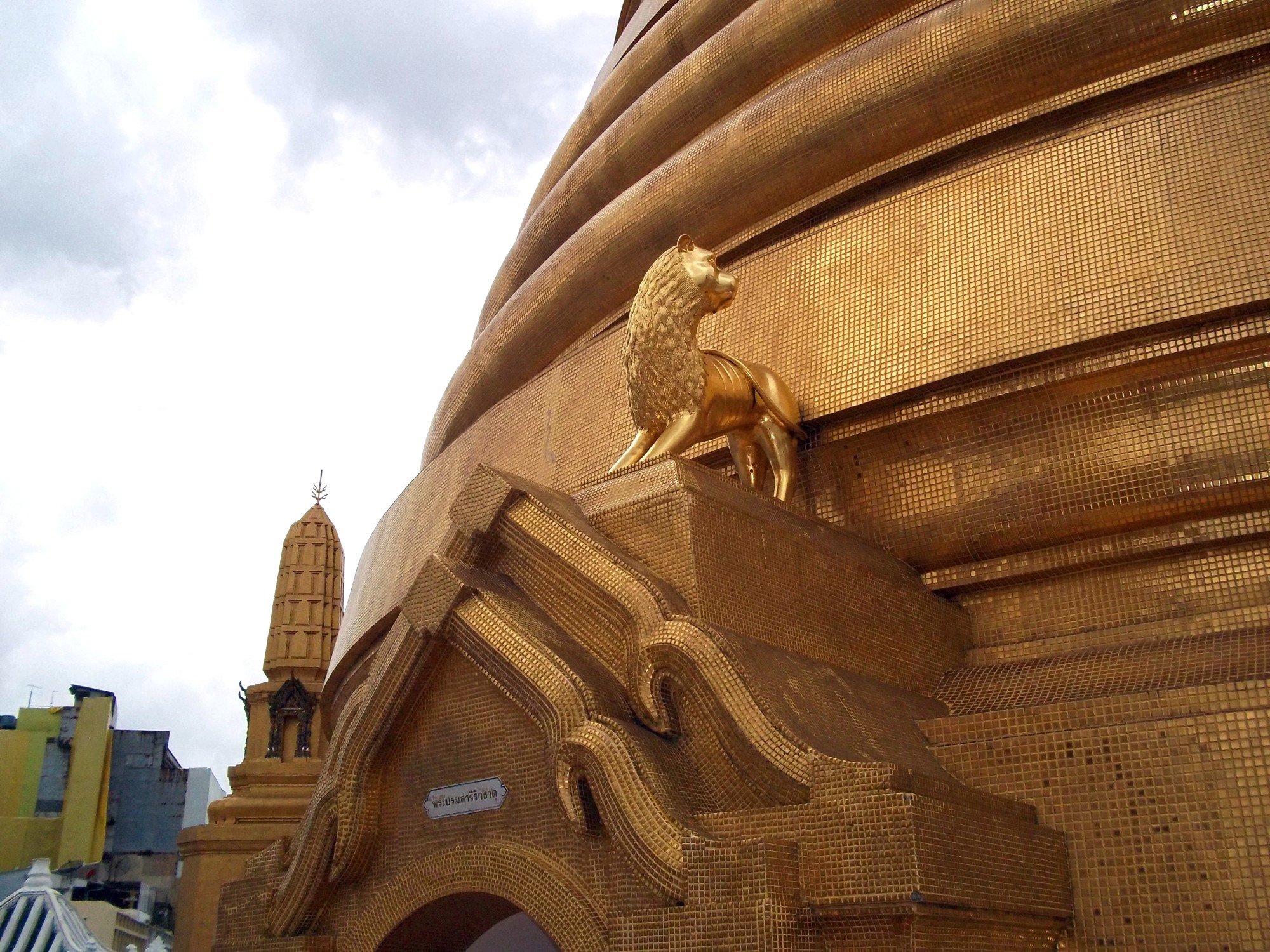Base of the chedi at Wat Bowonniwet