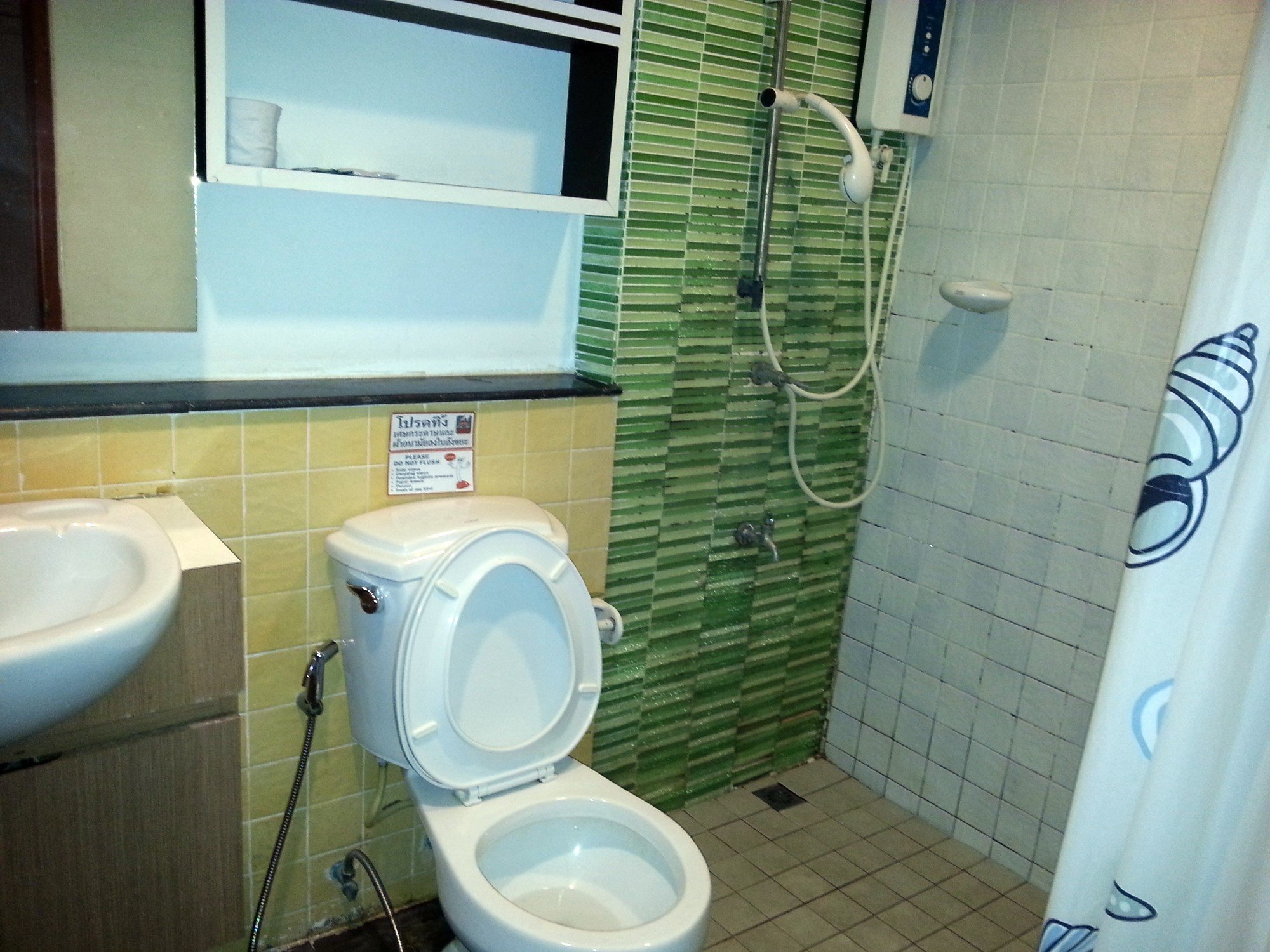 Bathroom at the Baan Chiang Rai Guest House