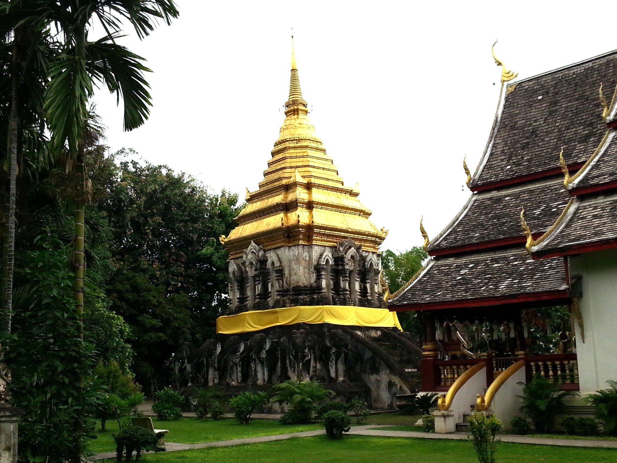 Chedi Chang Lom at Wat Chiang Man
