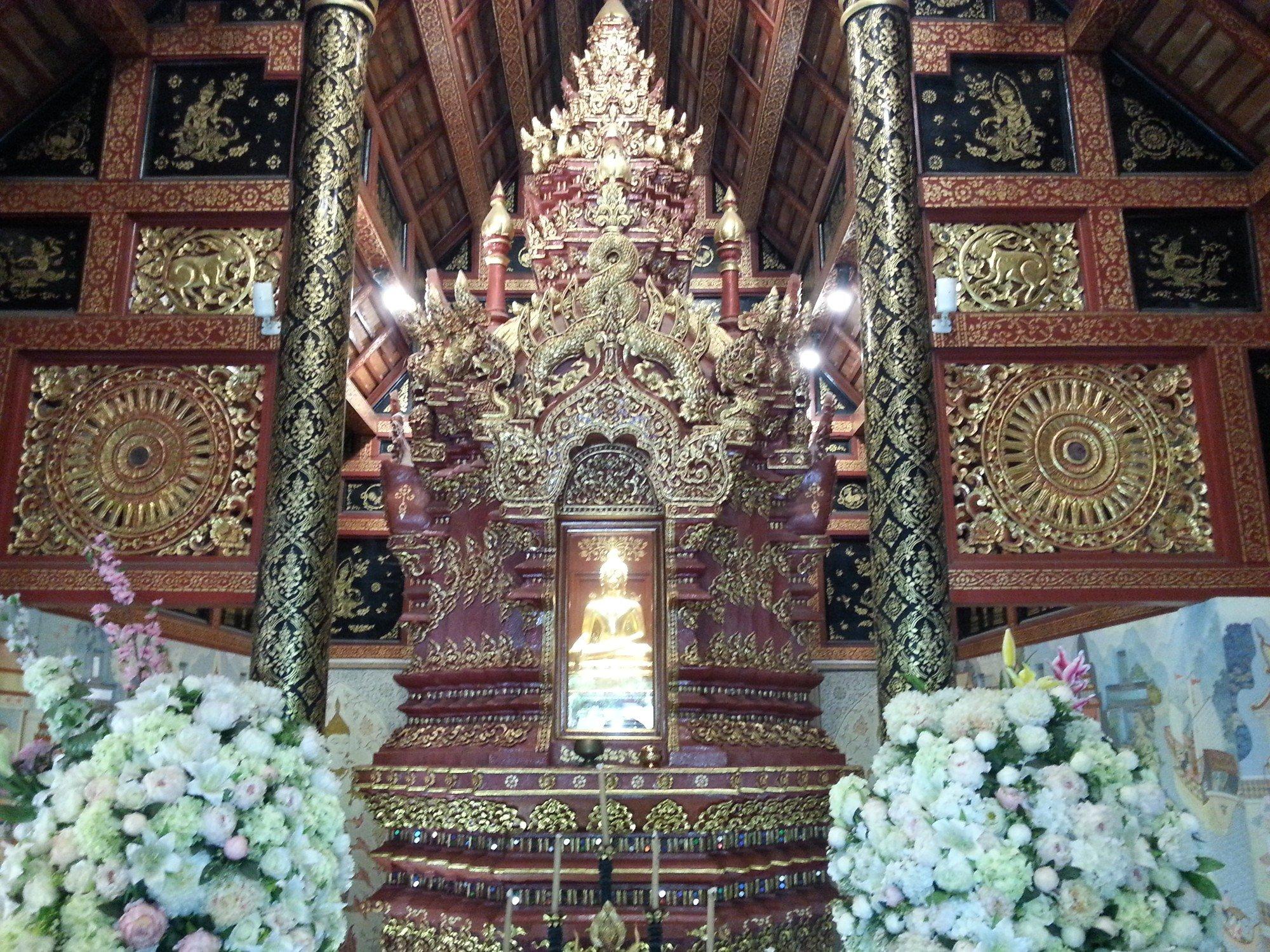 Inside the prayer hall at Wat Phra Sing