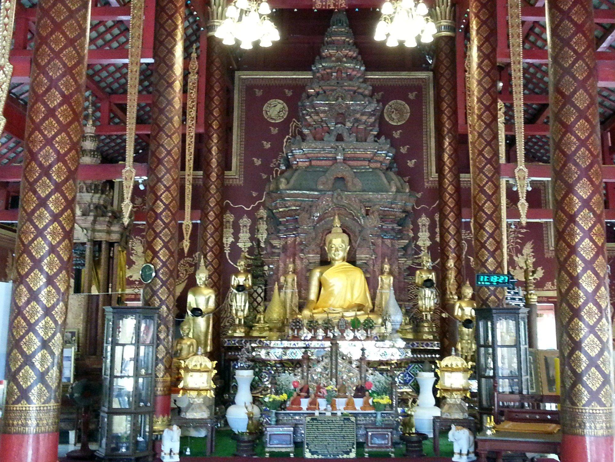 Main shrine at Wat Chiang Man