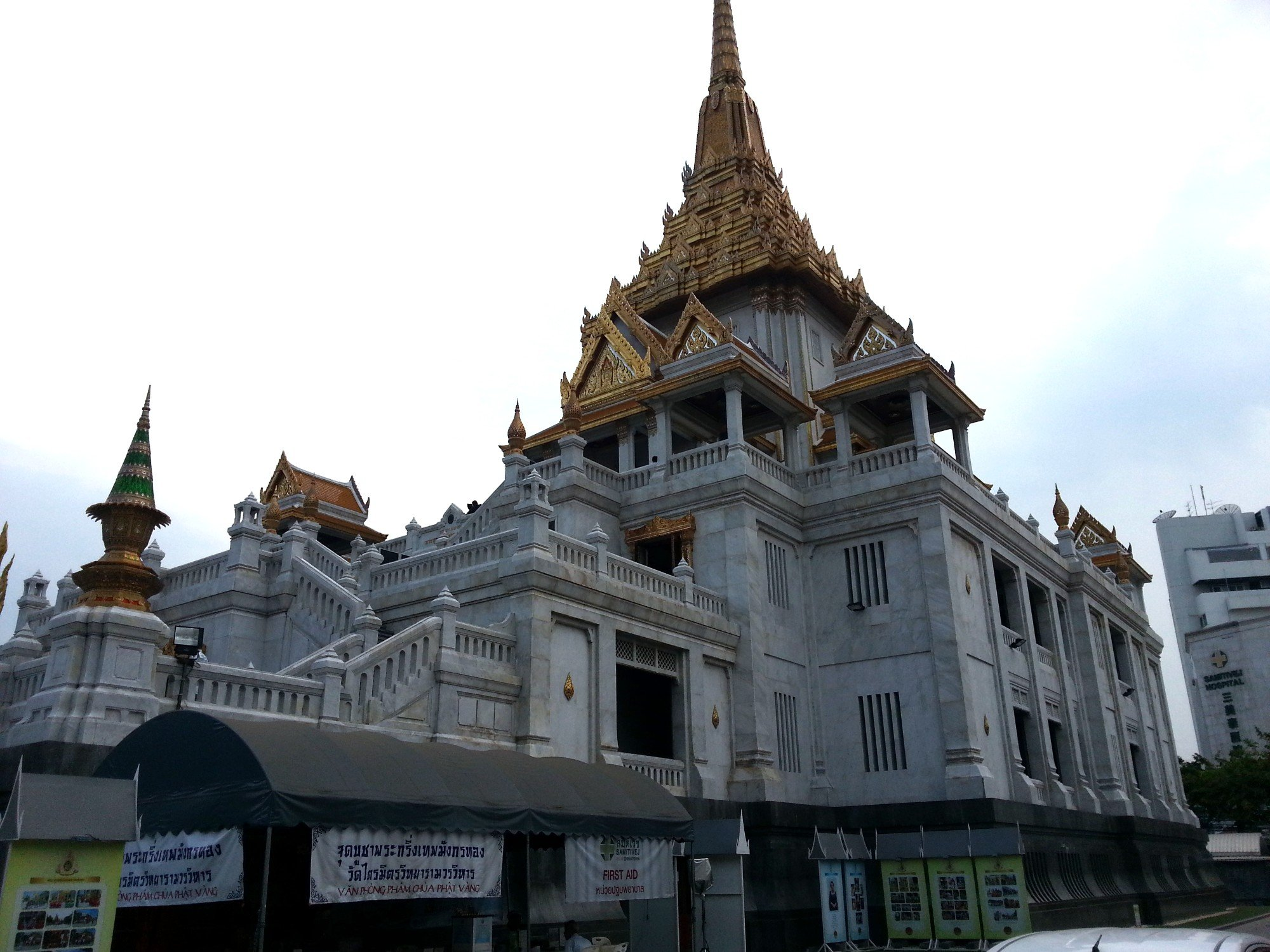 Mondop at Wat Traimit