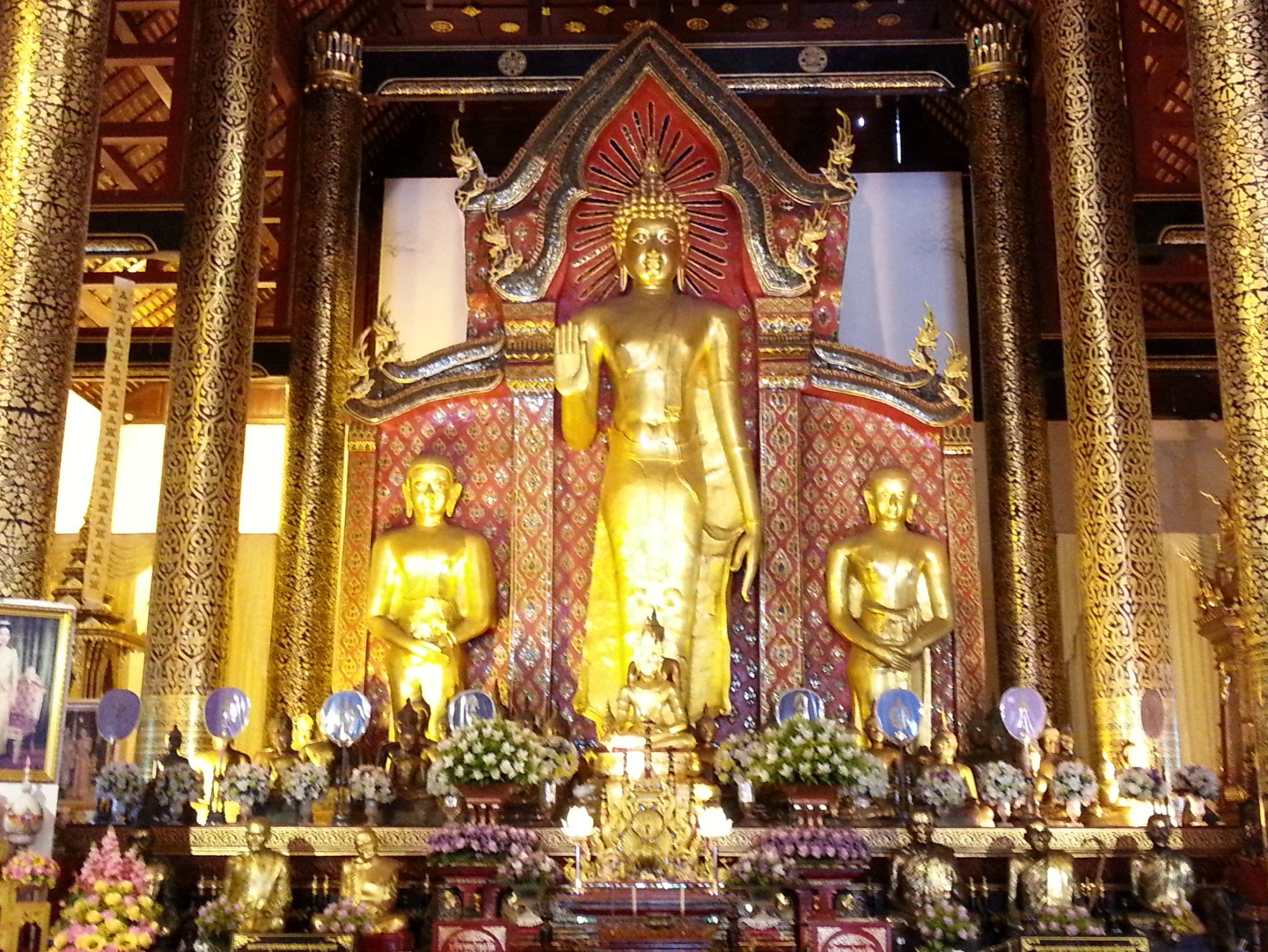 Phra Chao Attarot statue at Wat Chedi Luang