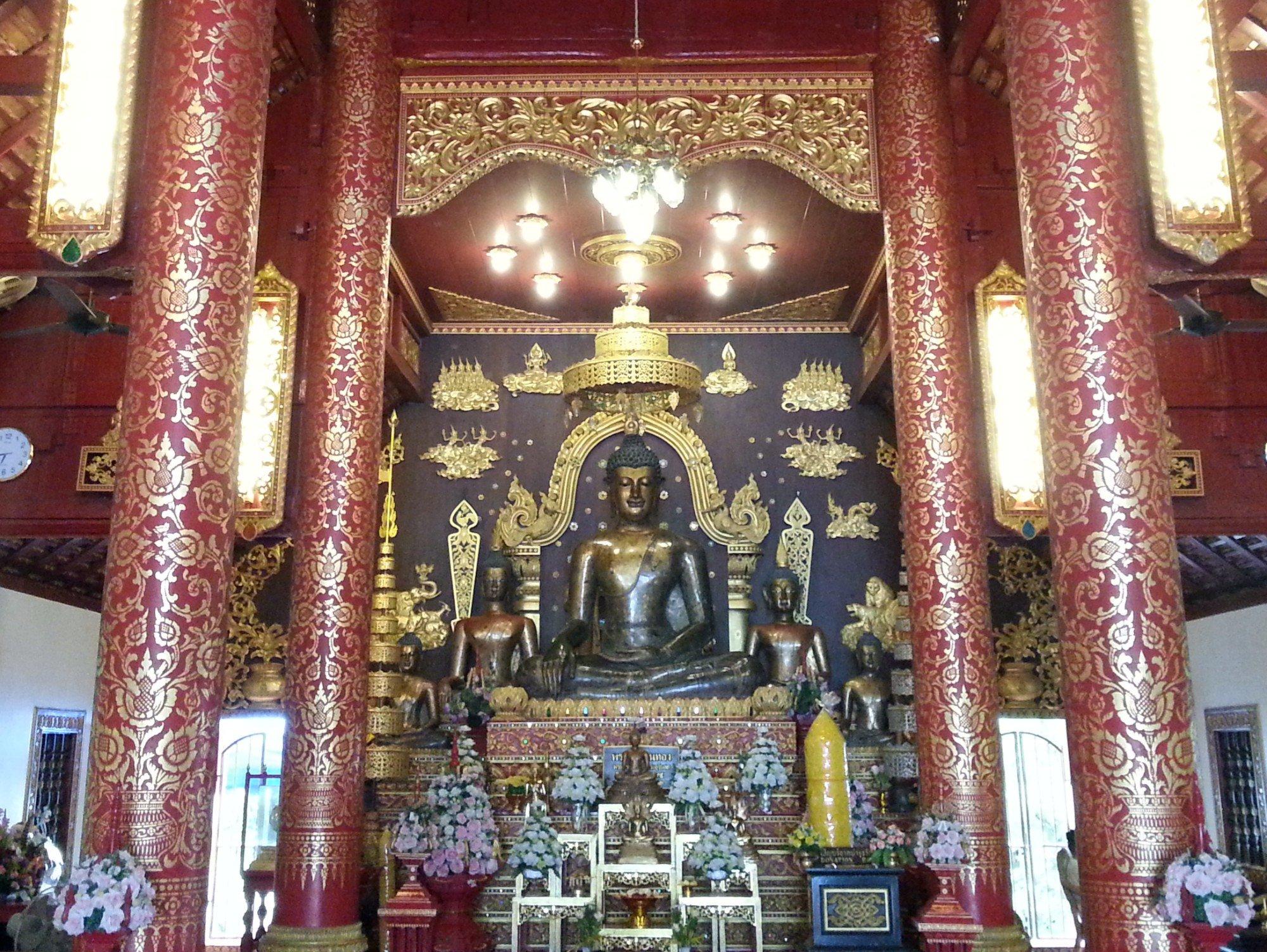 Phra Jao Lan Thong statue at Wat Phra Kaew