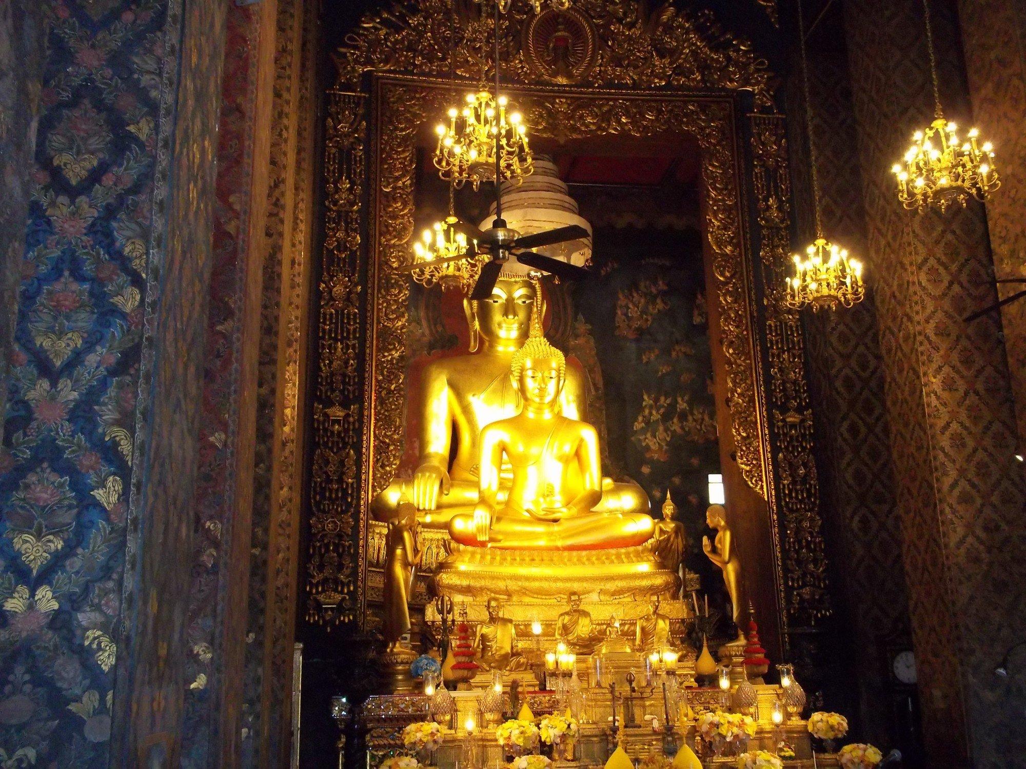Phra Phuttha Chinasi statue at Wat Bowonniwet