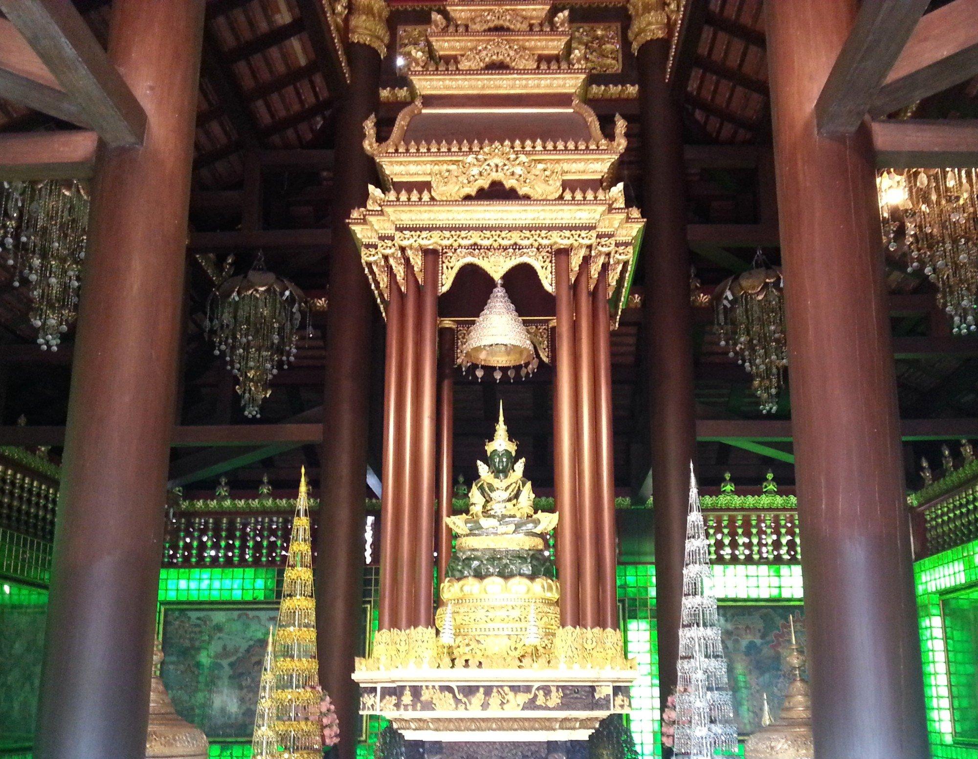 Phra Yok Chiang Rai statue at Wat Phra Kaew