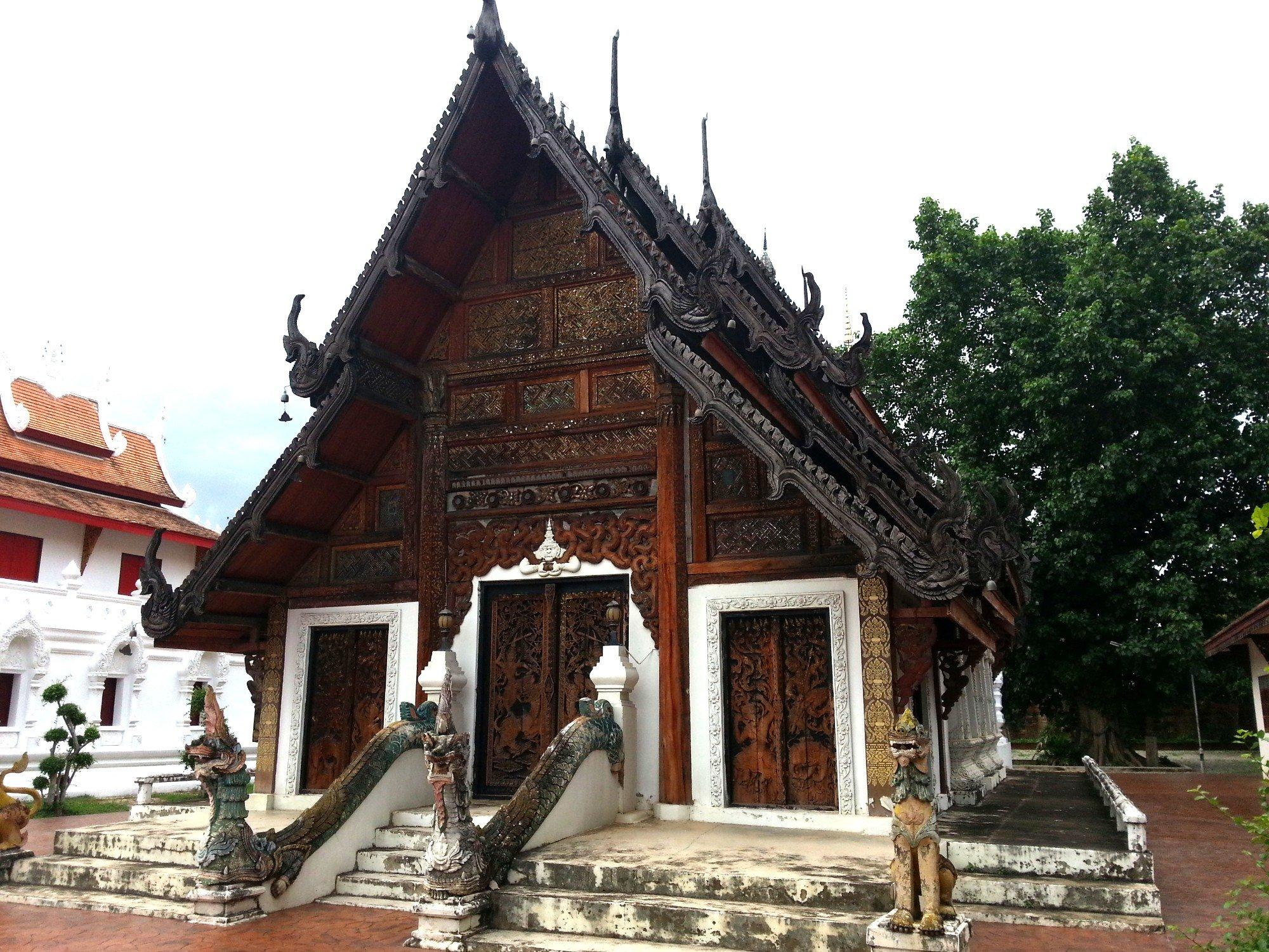 Prayer hall Wat Pratu Pong