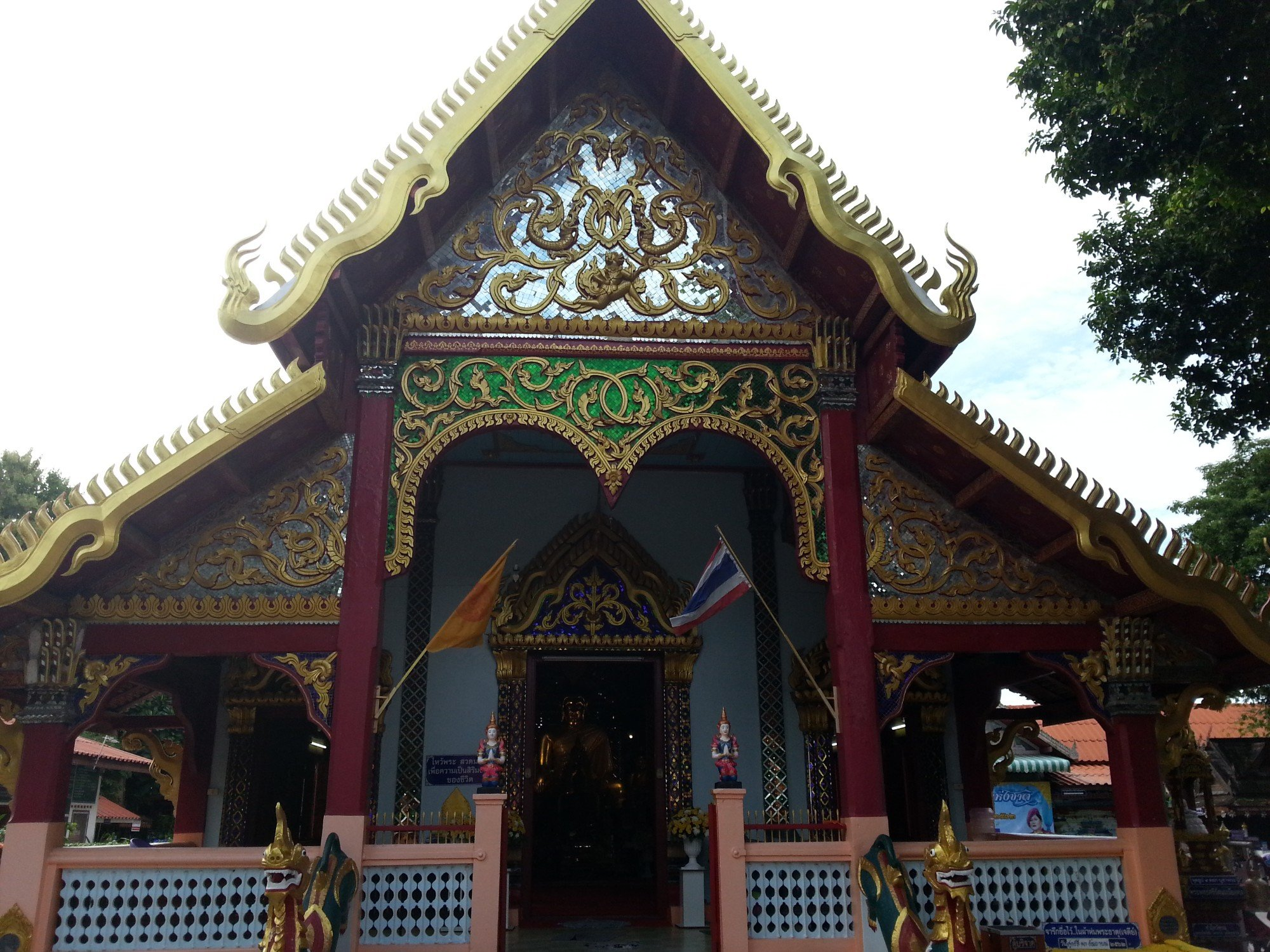 Front of the ordination hall at Wat Pratu Ton Phueng