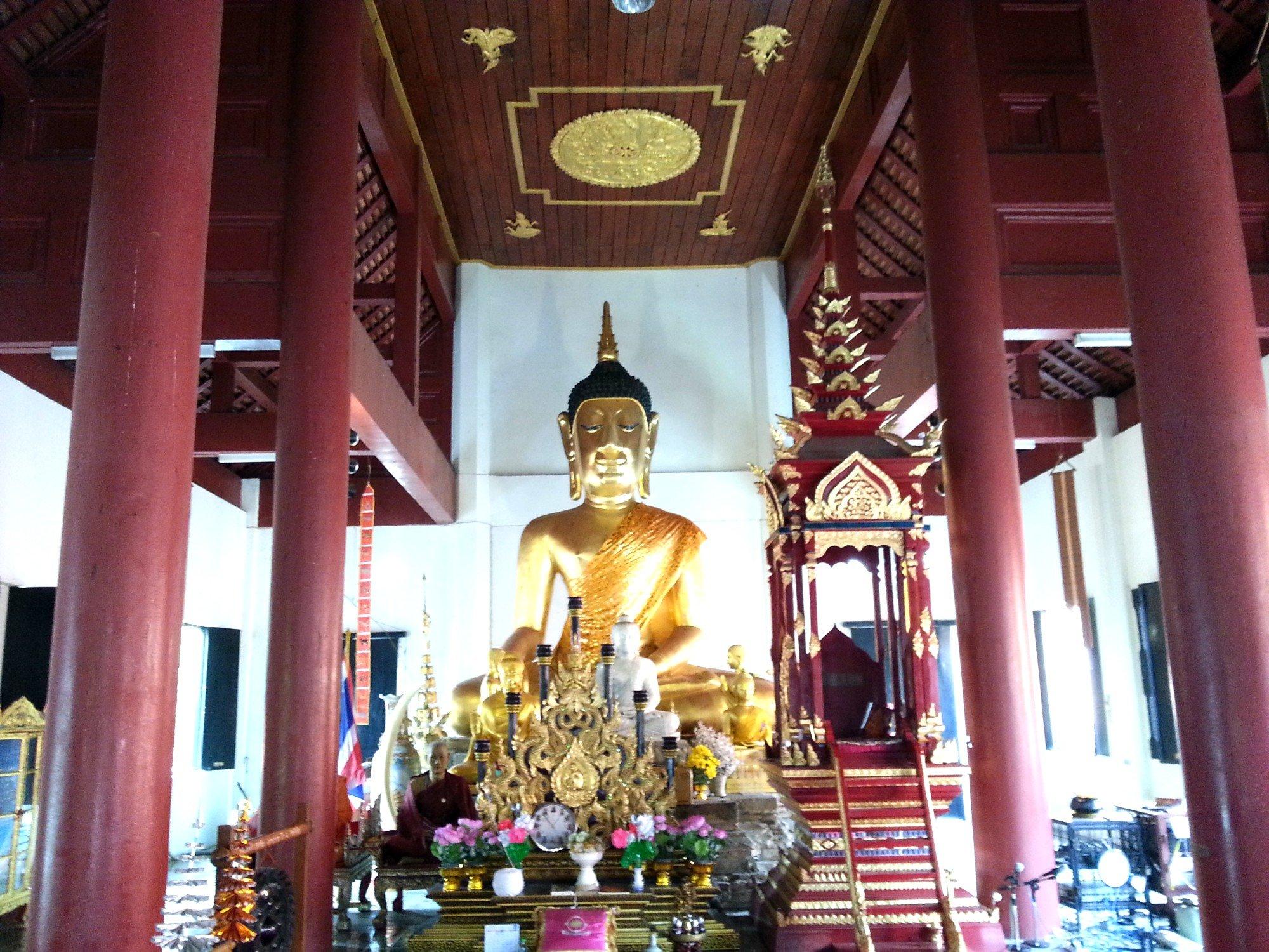 Inside the prayer hall at Wat Jet Lin