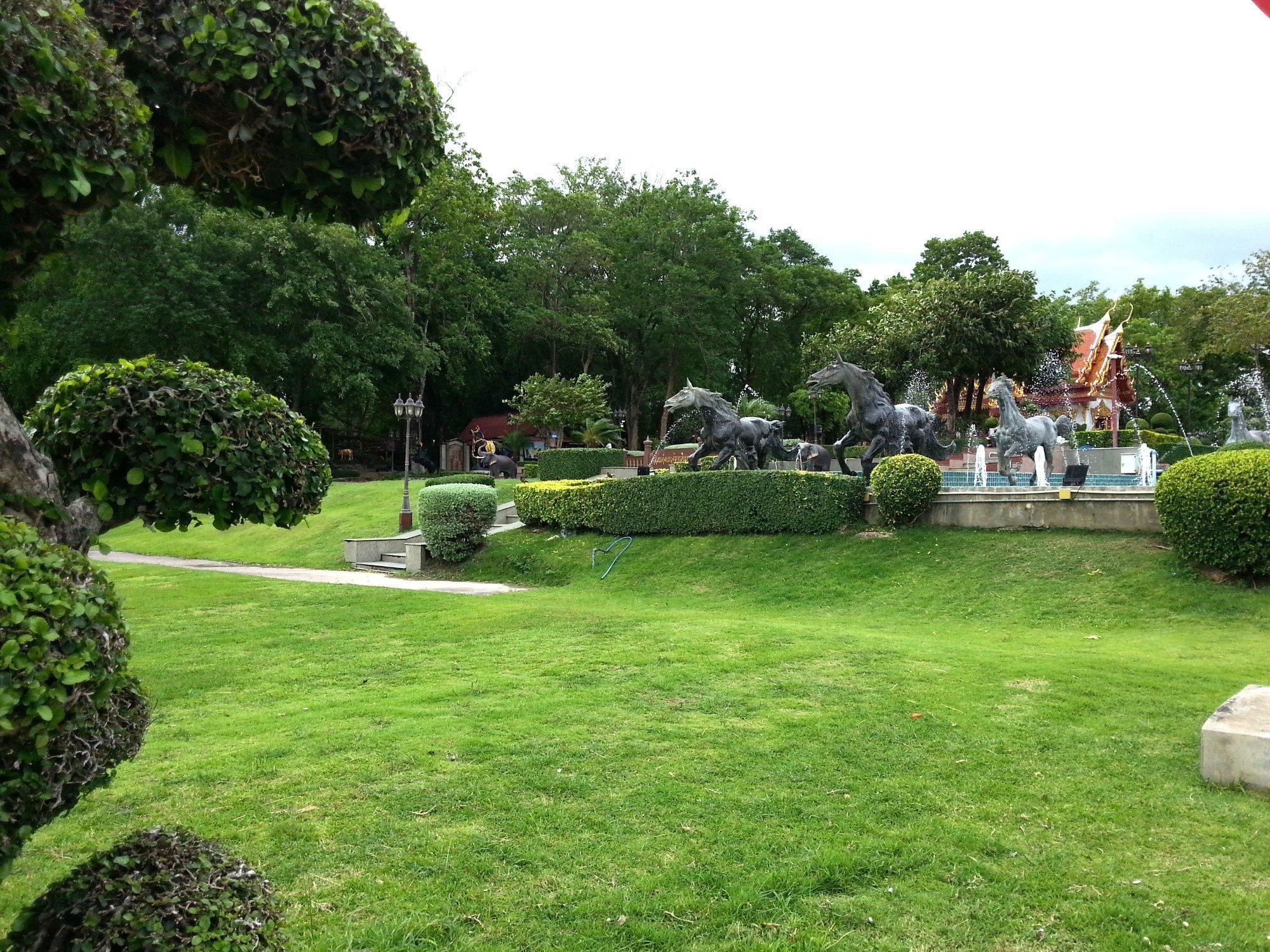 Landscaped gardens at the Taksin Maharat Shrine