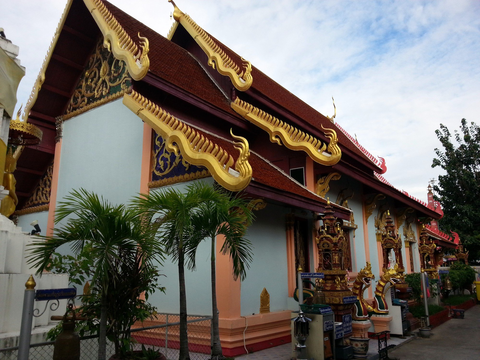 Rear of the ordination hall at Wat Pratu Ton Phueng