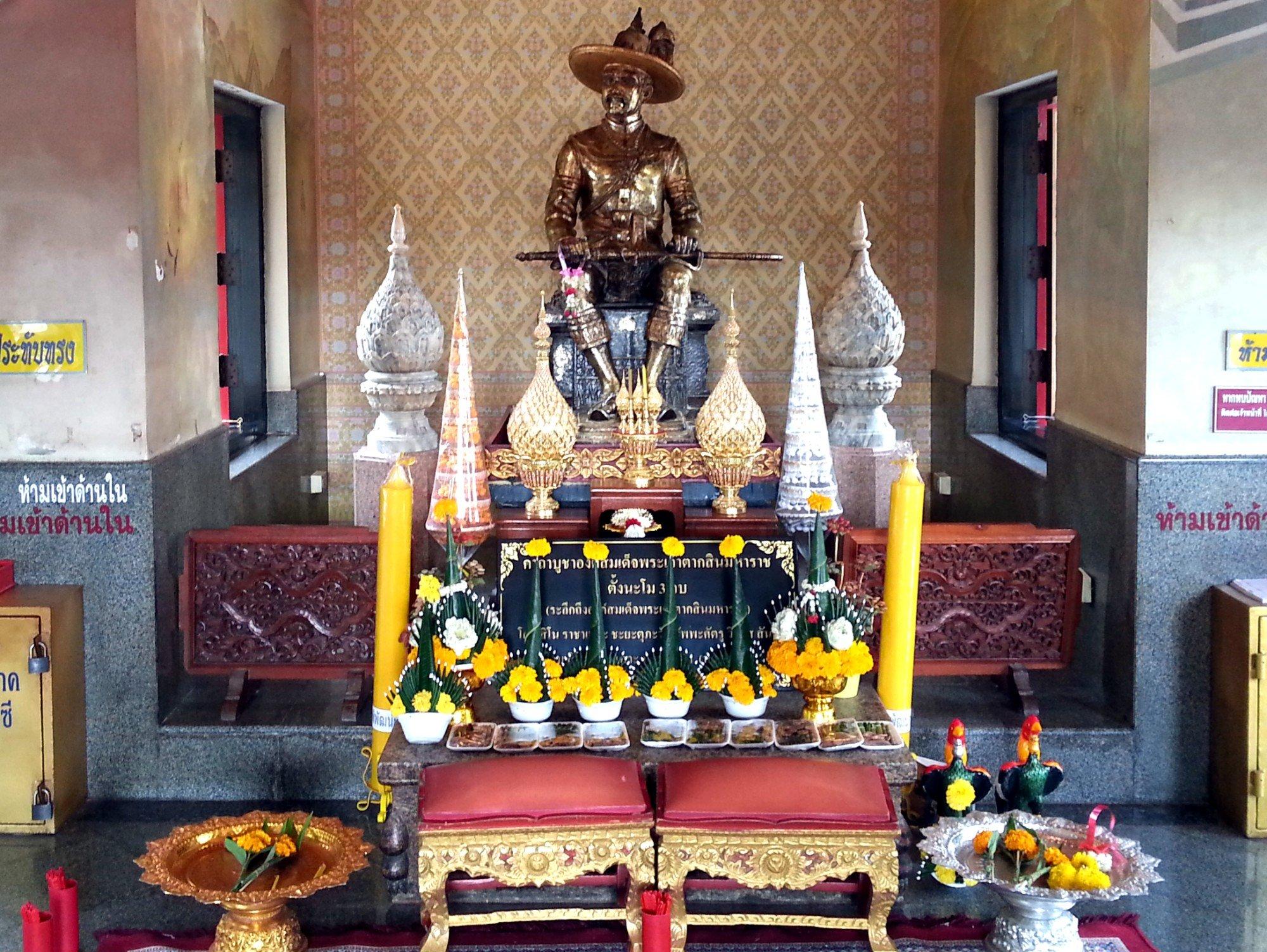 Statue of King Taksin at the Taksin Maharat Shrine
