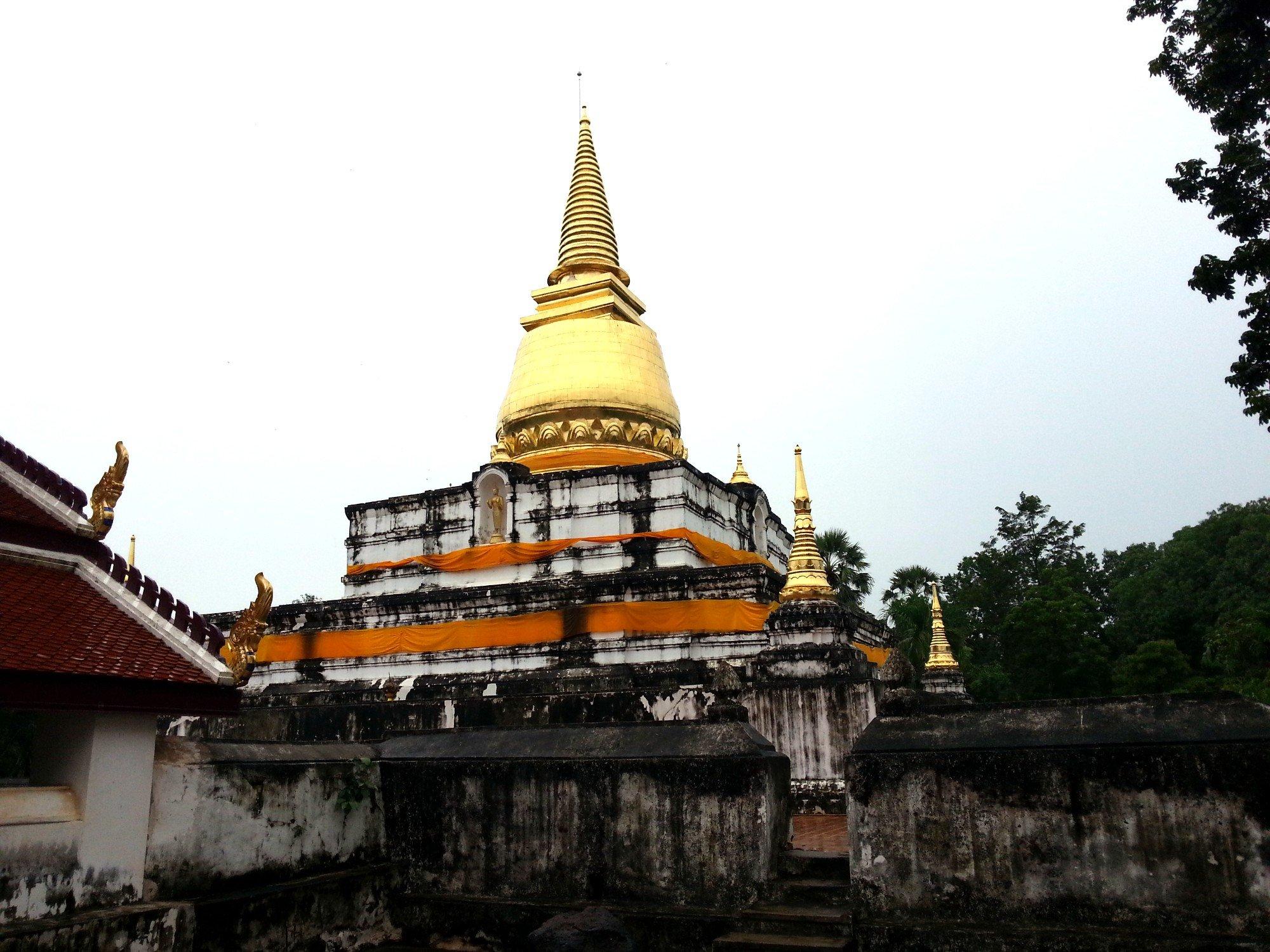 Chedi at Wat Phra Brommathat Thung Yang