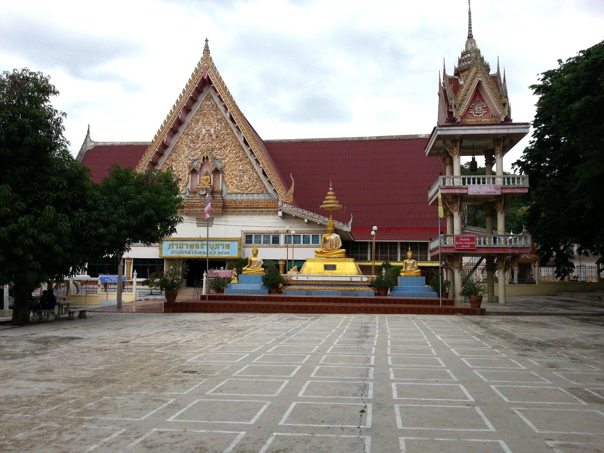 Main prayer hall at Wat Khiriwong