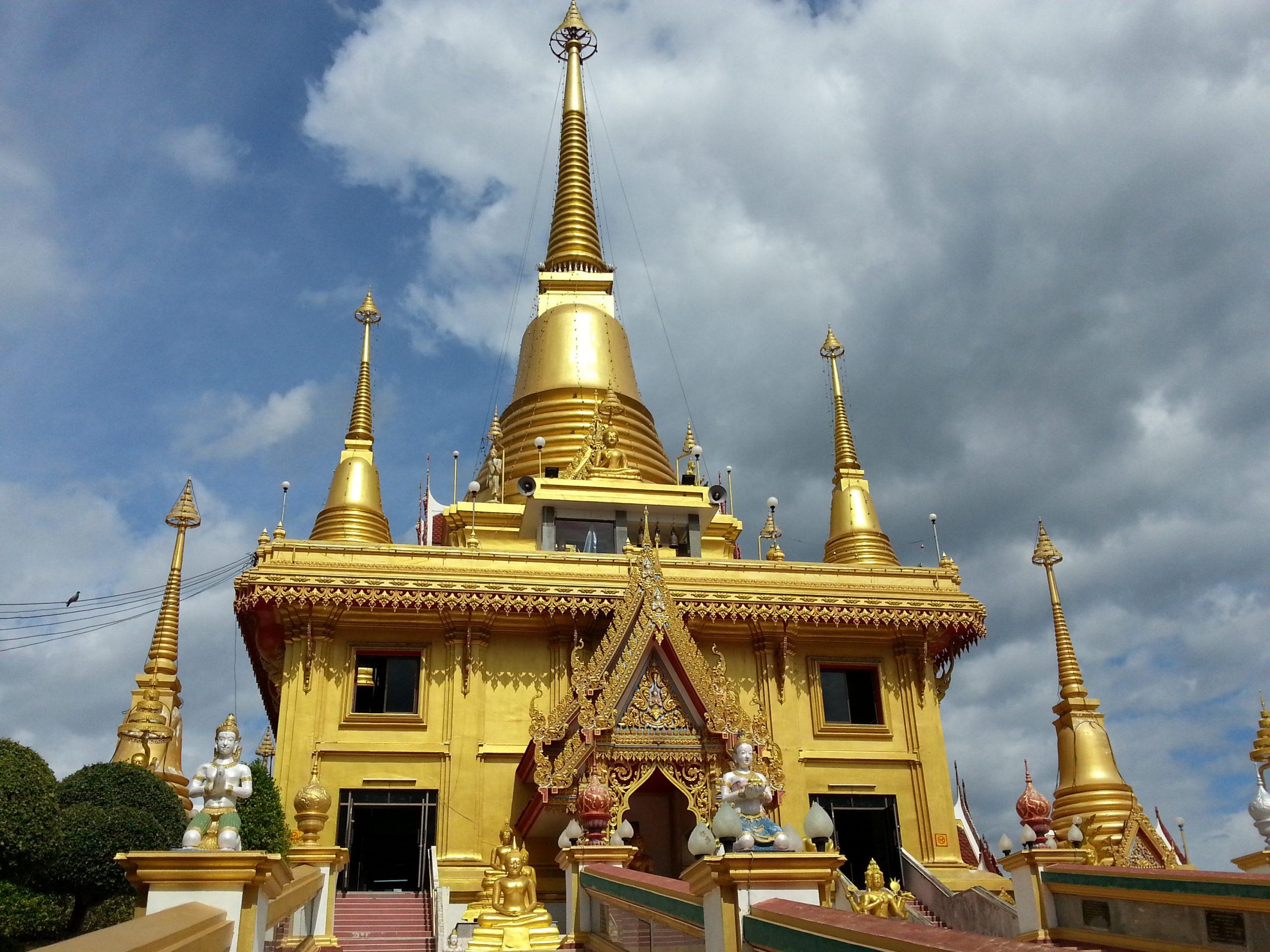 Phra Chulamanee Chedi at Wat Khiriwong