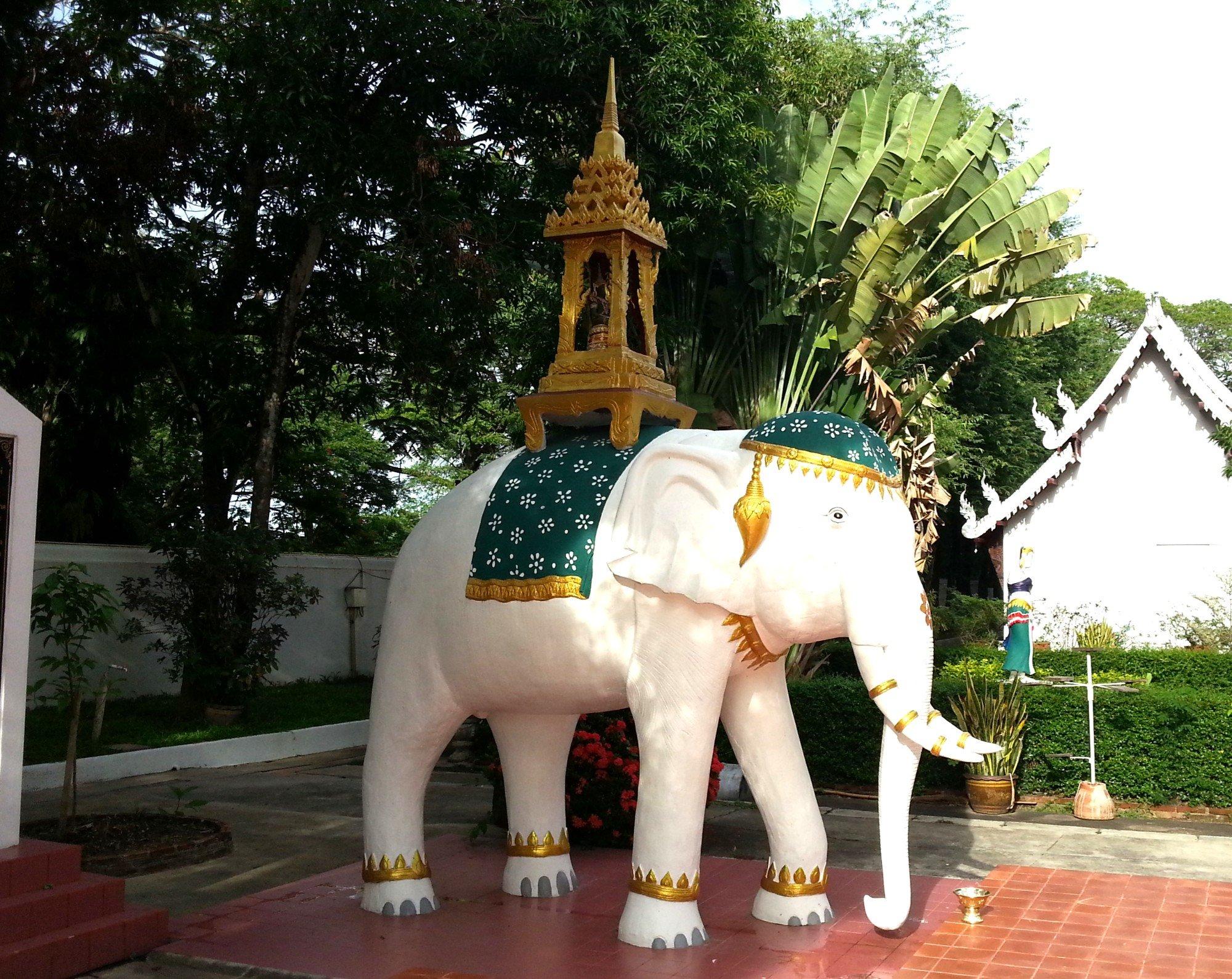 Elephant statue at Wat Phra Kaew Don Tao