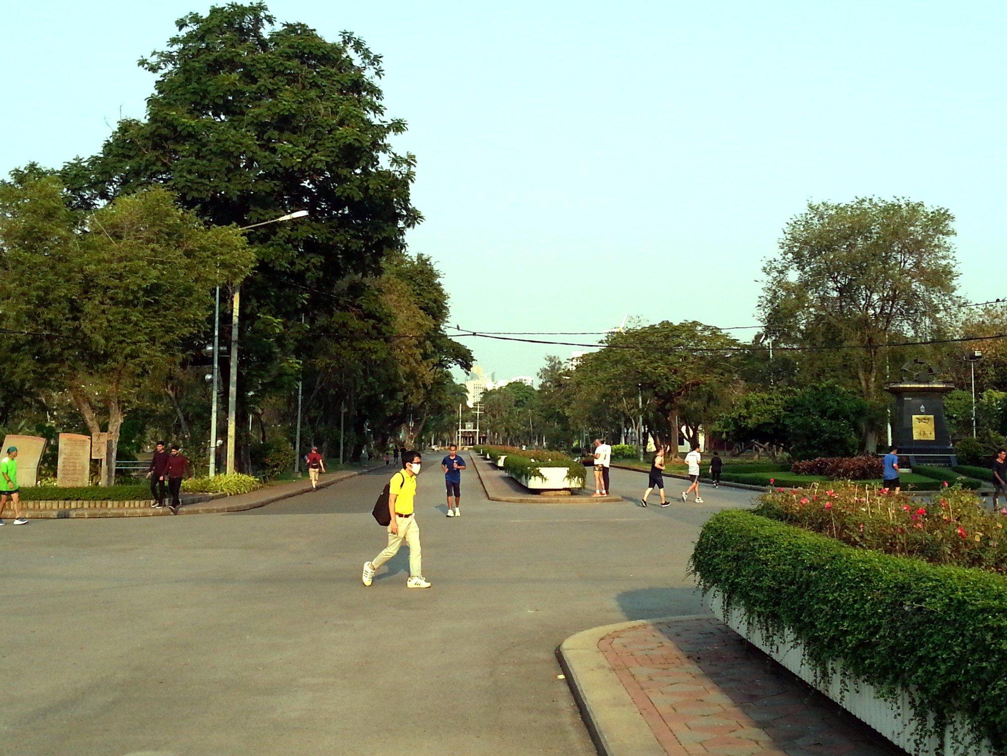 Central walkway in Lumphini Park