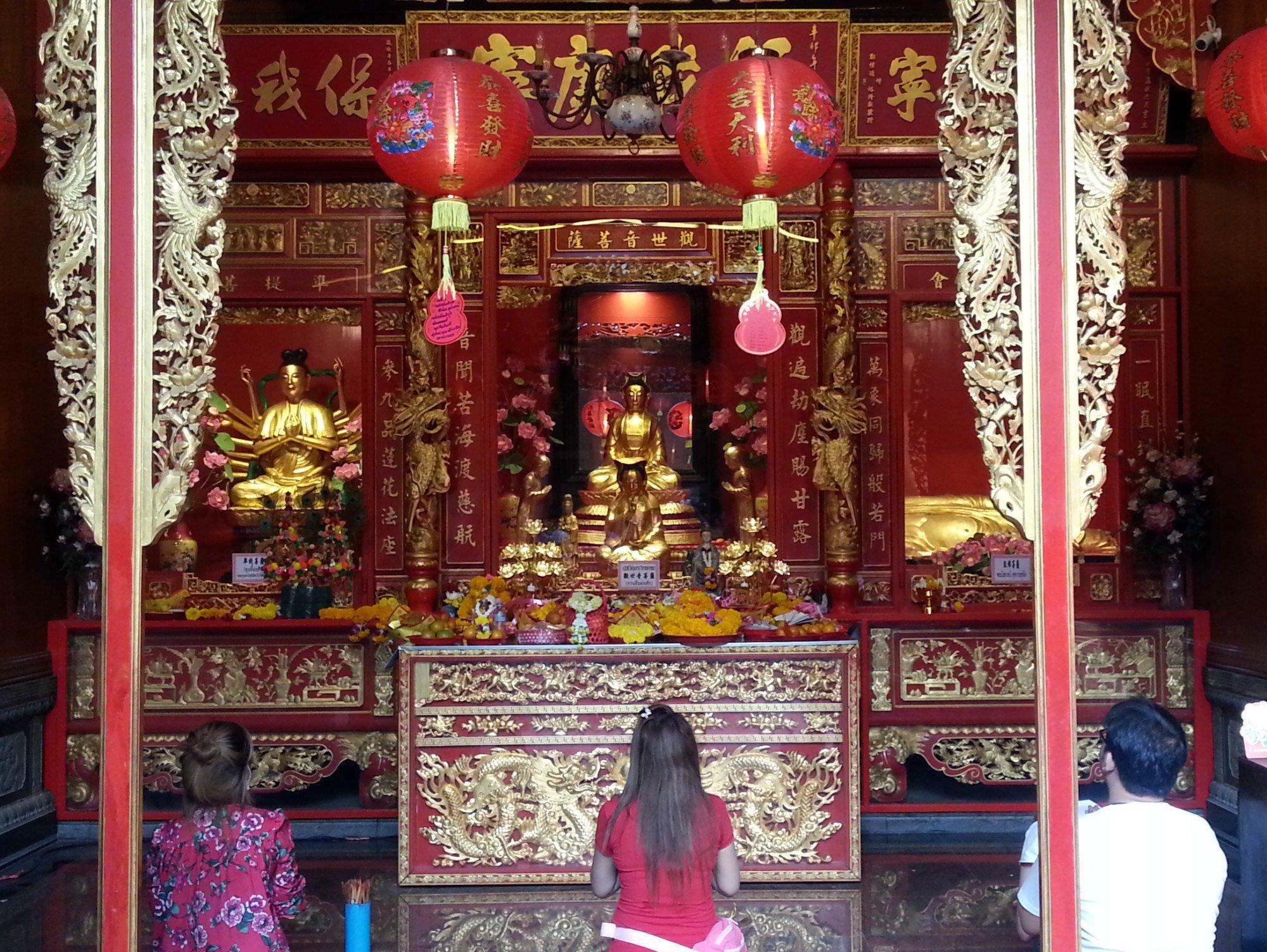Shrine to Guan Yin at Wat Mangkon Kamalawat