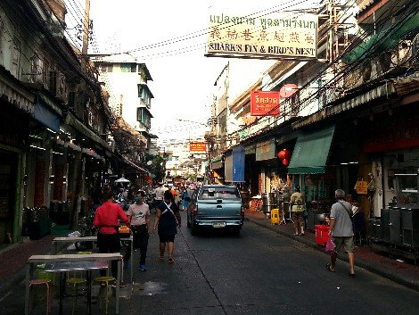 Looking north along the Plaeng Nam Road