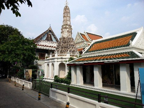 The Sunthorn Phu Museum is located in the grounds of Wat Thepthidaram